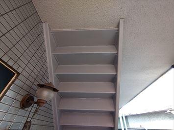 階段の裏側