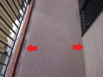 床の端部分から雨水が入ります