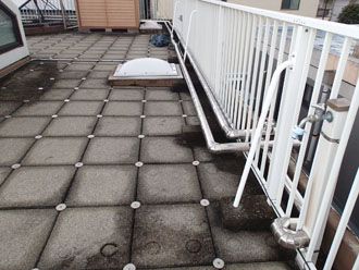 雨漏りを引き起こしている屋上