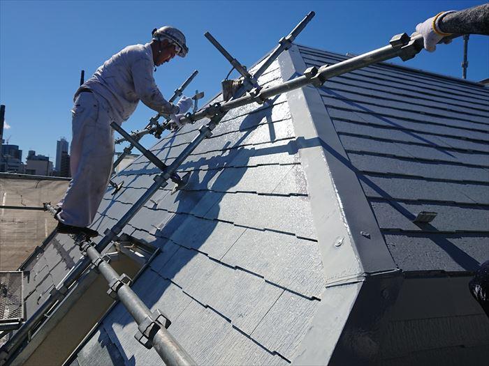 屋根塗装時の様子