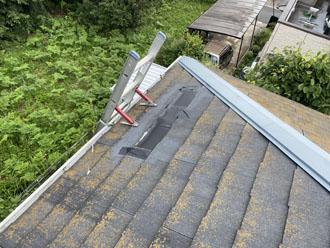 台風により飛散してしまったコロニアル屋根の様子