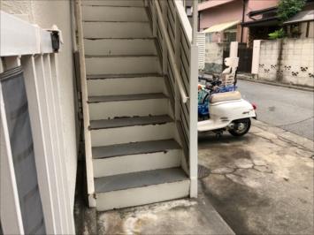 施工前の階段