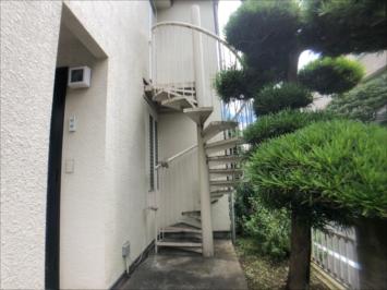 塗装前の階段