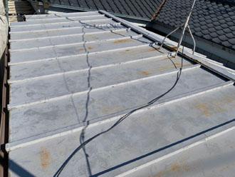 錆びが目立つ瓦棒屋根2