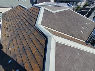 強風で棟板金が被災してしまったスレート屋根