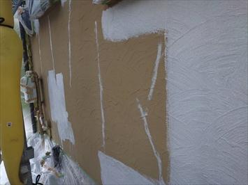 クラック補修の後は下塗りします