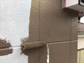柱型の中塗りですが塗った直後は色が違います