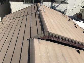 色褪せた金属屋根