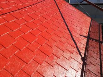 塗装後のアーバニー屋根 日が当たった時