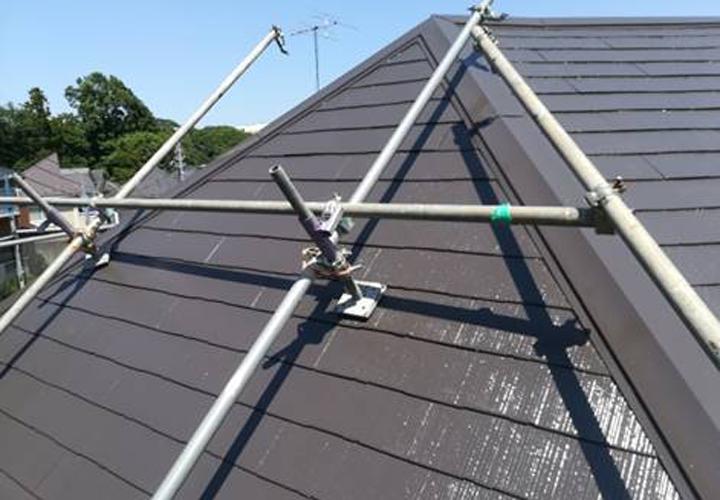 ファインパーフェクトベスト(ニューブラウン)で塗装した急勾配の屋根