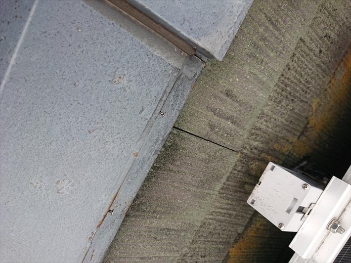 浮いている棟板金の釘