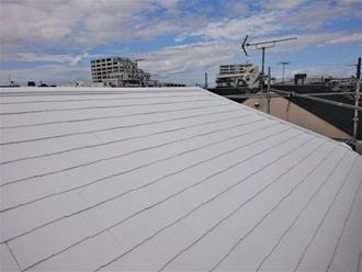 サーモアイ4F クールホワイトで塗装したスレート屋根