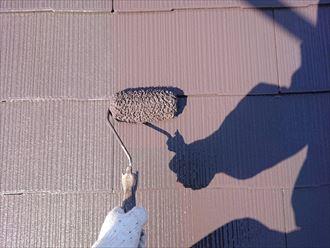 屋根の上塗り作業