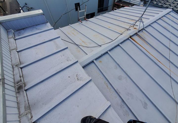パラペット付きの瓦棒屋根