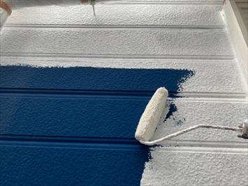 下塗り材で付着を良くします
