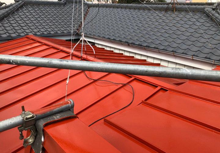 サーモアイSi(赤錆)で塗装した瓦棒の金属屋根