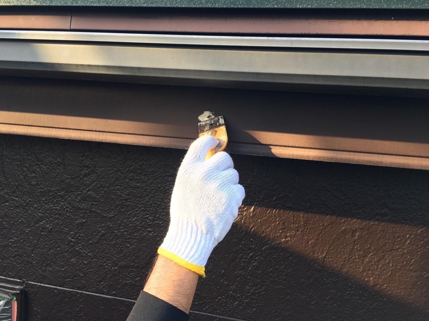 破風板塗装の前にケレン作業