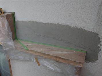 モルタルで壁の穴を埋めました