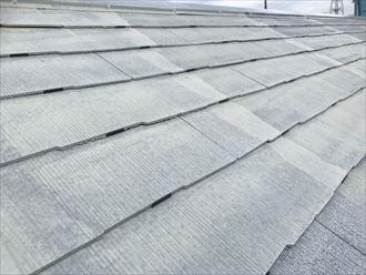タスペーサーの入ったスレート屋根