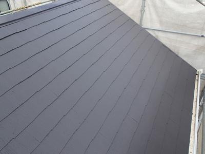 屋根塗装で綺麗になった急勾配のスレート屋根