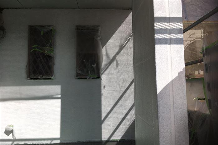 玄関周りの下塗り終了です