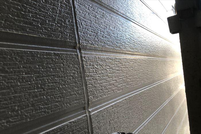 上塗りで艶の増した外壁