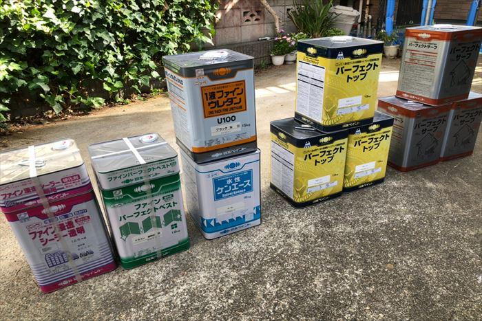 様々な塗料缶