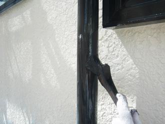 付帯部分を刷毛で塗装