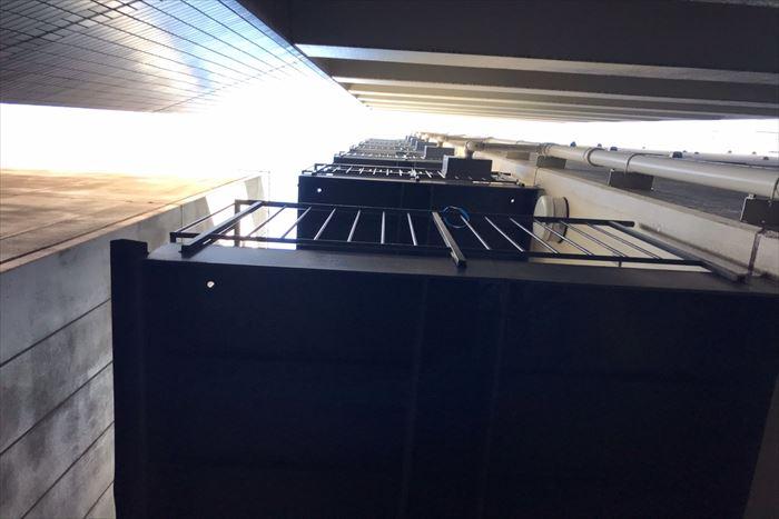 非常階段の連結送水管ボックス