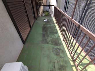 汚れが目立つ防水層