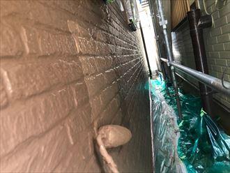 上塗りで艶のある外壁へ
