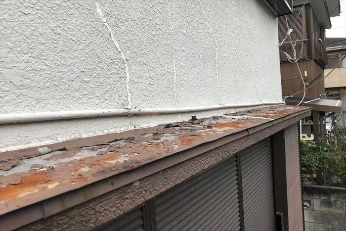 庇屋根に剥離が発生