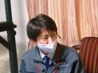 K様に質問する高田さん