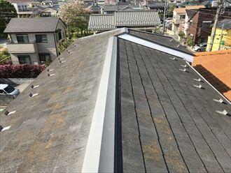 スレート屋根にコケや汚れが発生