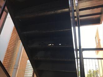 階段の裏側に開口箇所