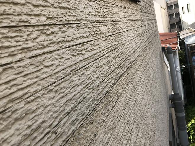 品川区荏原にて雨漏りを起こした外壁の目地部分にコーキング充填しました