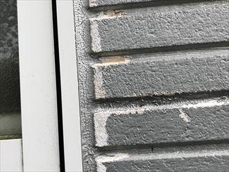 シーリング割れと外壁の表面剥離