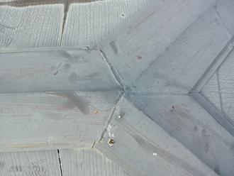 棟板金の塗膜も劣化