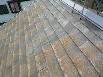 塗膜が傷んだスレート屋根