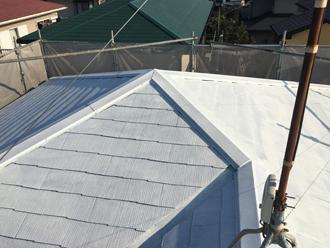 サーモアイシーラーで下塗りを行った屋根