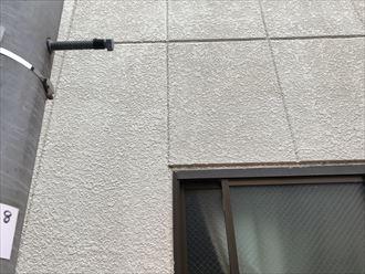 窓上のシーリングの割れ