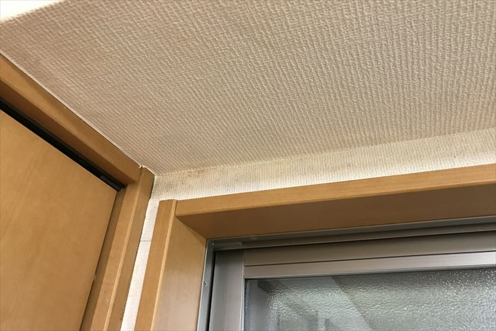 窓上付近の雨漏り