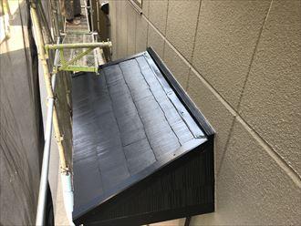 玄関上の庇屋根塗装