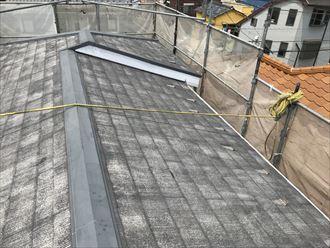 洗浄作業で屋根の汚れを徹底的に落とします