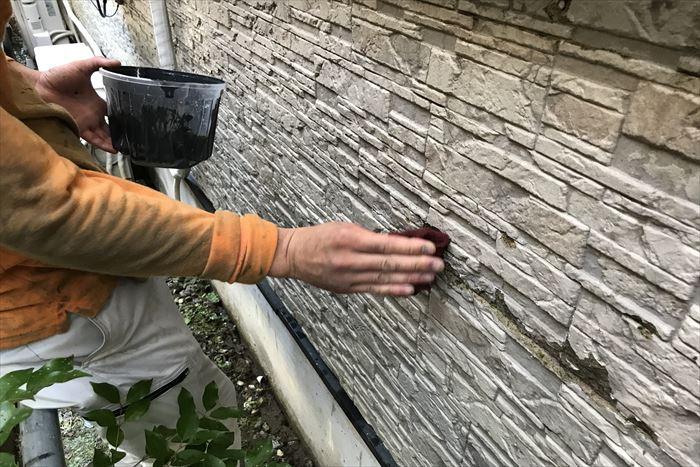 下地の荒れたサイディング外壁