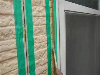 シーリング工事の始めはプライマー塗布