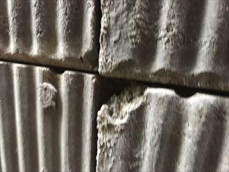 補修が必要なセメント板