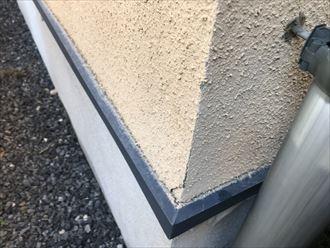 モルタル外壁角のひび割れ