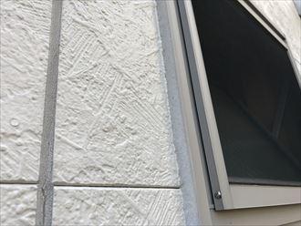 目地、窓枠シーリングに割れが発生