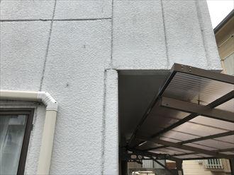パワーボードの外壁に色褪せや汚れ
